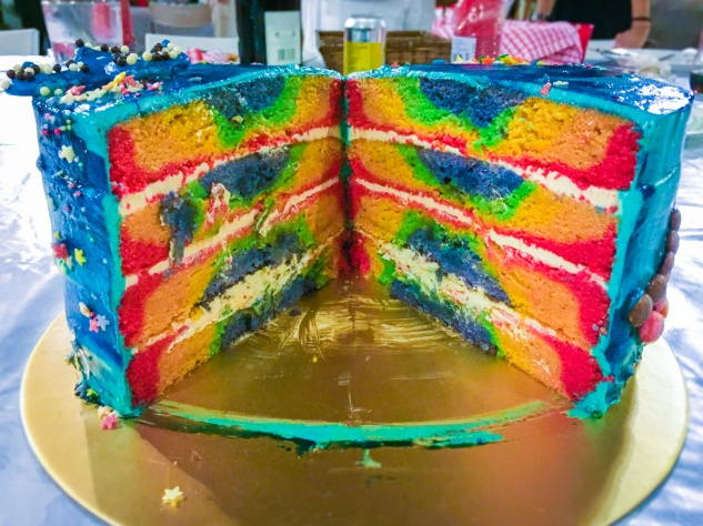 This is how you should eat a rainbow - with brown butter, salted caramel & whiskey layers 🌈😋🍮
